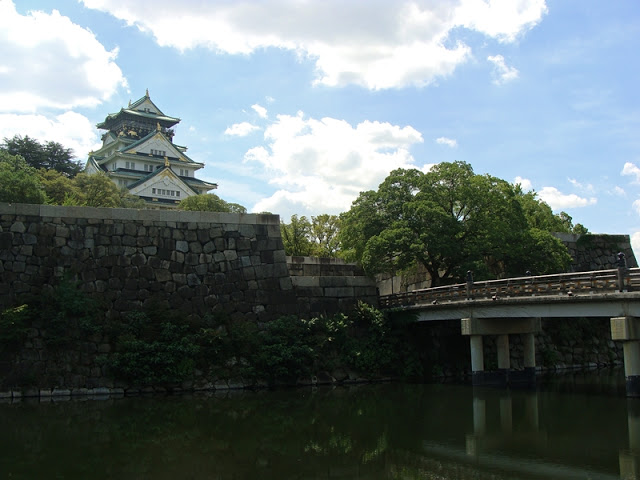 Ansicht Schloss Osaka Japan mit Burggraben