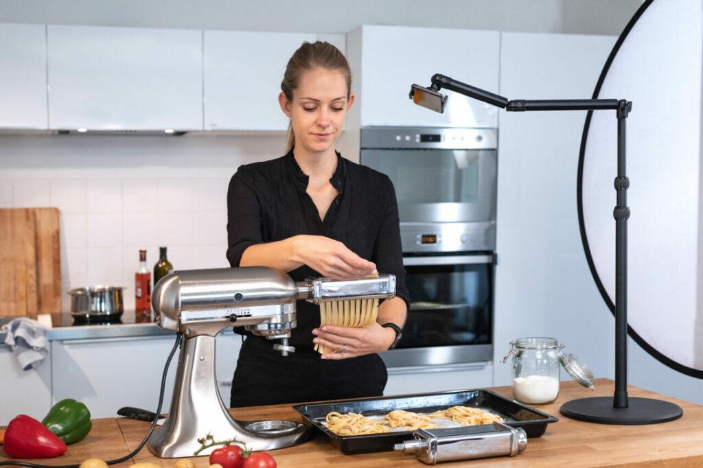 Filmen von oben: Stativ für Kochvideos